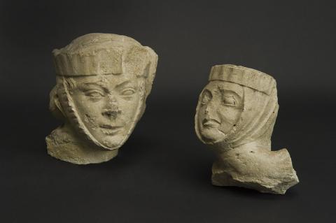 Dames au touret. XIIIe siècle. Calcaire. Photo L. Gauthier, mairie de Bordeaux